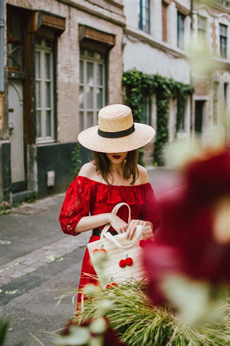 The perfect summer vacation outfit: red midi dress